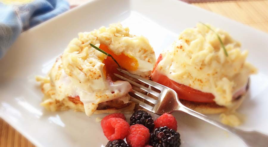 Poached egg and crabmeat dish